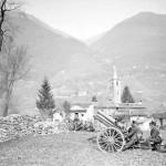 Cannone in posizione di tiro a Cugnasco (fonte: Swiss Archives)