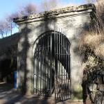 L'osservatorio in caverna XLV alla quota 1313 del Monte Bisbino - il portale d'ingesso col cancello originale in acciaio fucinato - © 2012  Antonio Trotti