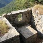 Una delle postazioni per mitragliatrice del Sasso Gordona destinata al controllo dell'alta Val della Crotta - © 2012 Antonio Trotti