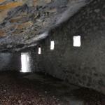 L'interno di uno dei ricoveri sotto roccia del versante orientale del Sasso Gordona - © 2012 Antonio Trotti