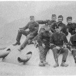 Forte Airolo, artiglieri sulla torretta (fonte: Archivio Federale Svizzero)